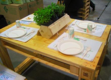 tavolo con catering ecosostenibile